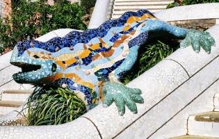 Огромная мозаичная ящерица в Парке Гюэль, ставшая одним из символов Барселоны. Сфотографировать ее в одиночестве без чьих-то затылков, рук или ног практически невозможно.