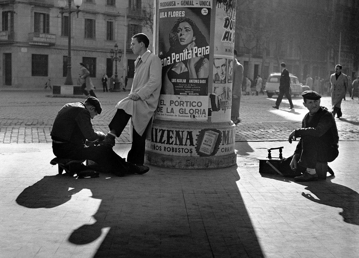 Гран Виа. Барселона, 1954 © Fons Fotogràfic F. Català-Roca. Arxiu Fotogràfic de l'Arxiu Històric del COAC.