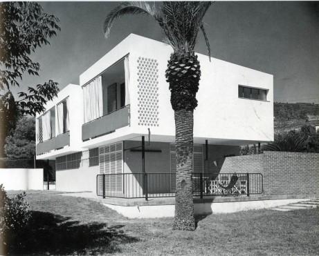 Guardiola House. Аргентона, Барселона. Ориол Бохигас (Oriol Bohigas); Жлзеп Ма. Марторелл ( Josep Ma. Martorell). 1954-1955