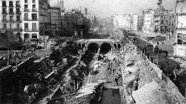 Закладка туннелей под Виа Лайетана, 1913 год